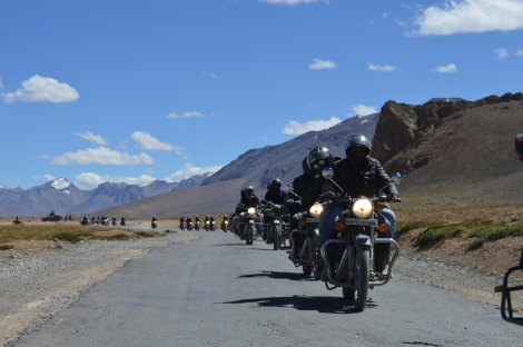 Bikers from Team Cruise along with Mohan.JPG